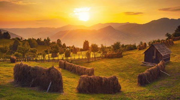 Peisaj de toamnă în Bucovina, România.